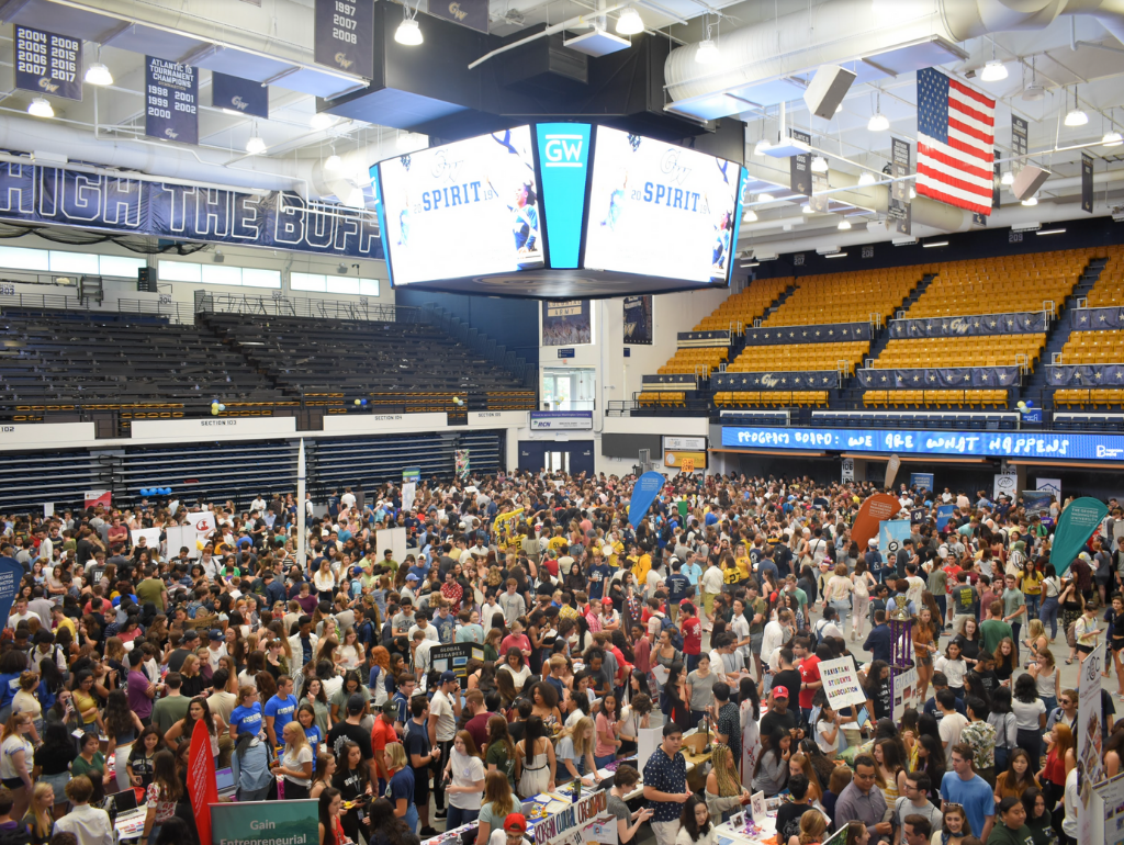 A crowd of students browsing student organization tables in the Smith Center