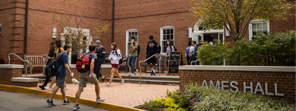 Students walking into a Mount Vernon building